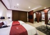 Suite 806
