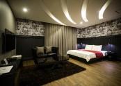 Suite 811