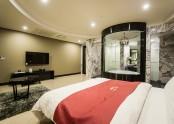 Suite 807